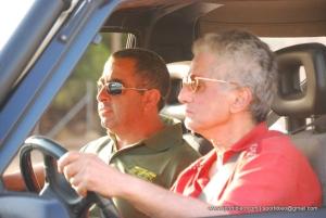la coppia pilota non vedente e copilota normodotato nell'abitacolo dell'auto